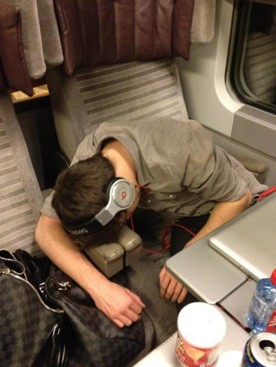One Direction's Harry Styles Catches His Bandmates Sleeping!