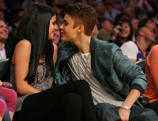 Justin and Selena are Not Engaged!