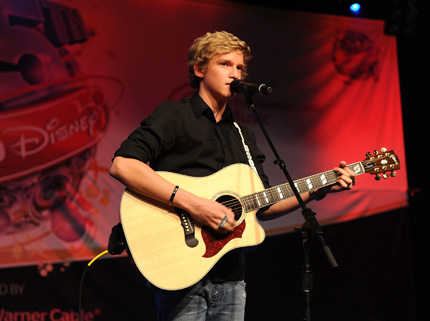 WATCH: Cody Simpson at Staples Center!