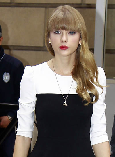 Taylor and Harry Caught Wearing the Same Necklace!