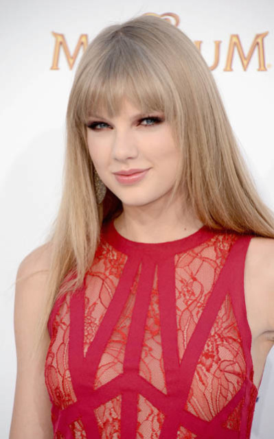 POLL: Do You Think Taylor is Pulling 1D Apart?