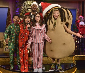 """Game Shakers """"111- """"A Reggae Potato Christmas""""   Pictured: Double G (Kel Mitchell), Babe (Cree Cicchino),  Triple G (Benjamin """"Lil P-Nut"""" Flores),  Hudson (Thomas Kuc), and Kenzie (Madisyn Shipman) in Game Shakers on Nickelodeon Photo Credit: Lisa Rose/Nickelodeon. ©2015 Viacom International,Inc. All Rights Reserved."""