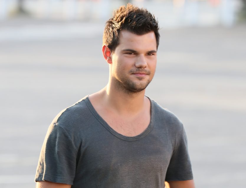 Taylor Lautner Is Having An Ab Tastic Summer Tigerbeat