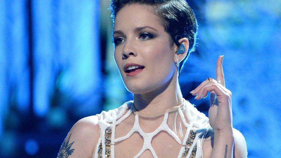 A Look at All of Halsey's Hair Styles