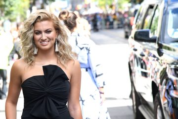 Tori Kelly Shares Her 'Unbreakable' Tour Outtakes