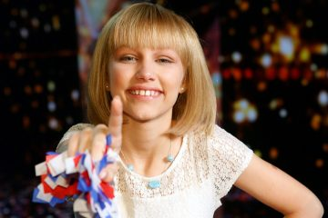 Grace VanderWaal Signs Her First Recording Contract!