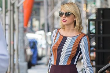 Taylor Swift Shows Off Her Dramatic New Haircut!