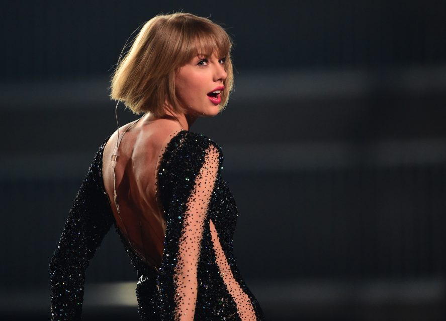 Taylor Swift Reacts to Winning CMA Song of the Year