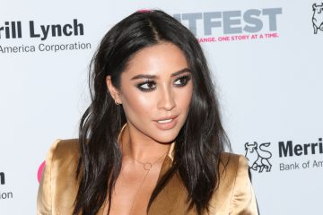 Shay Mitchell's Dark Lipstick Is Fall Makeup #Goals