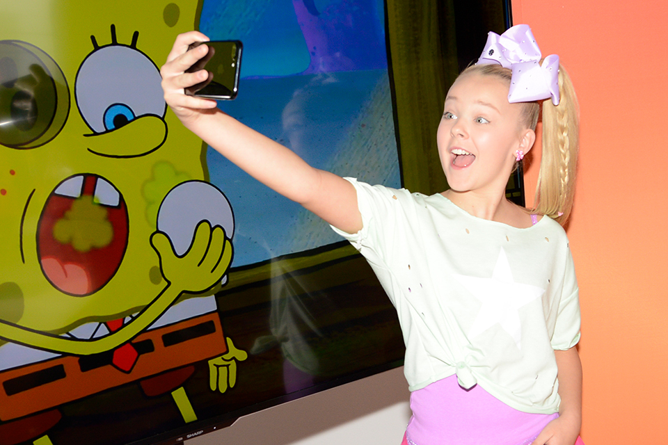 9 Times Your Favorite Celebs Posted An Epic Selfie