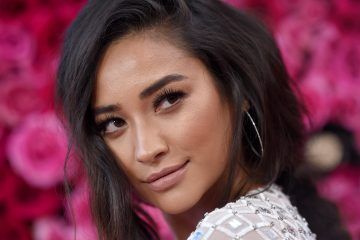 Quiz: Are You More Shay Mitchell or Emily Fields?