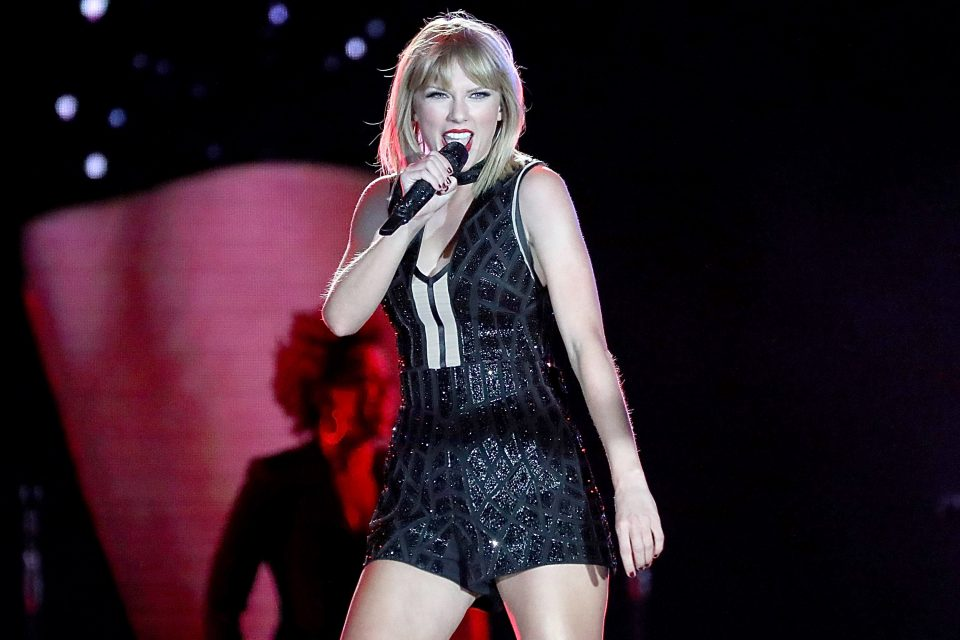 Taylor Swift Slays 'SNL' Stage