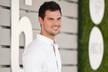 Taylor Lautner Was Spotted Kissing a 'Scream Queens' Co-Star