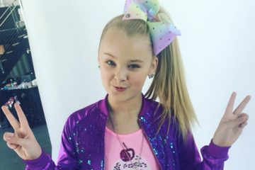 JoJo Siwa Had A Magical Unicorn Inspired Milkshake
