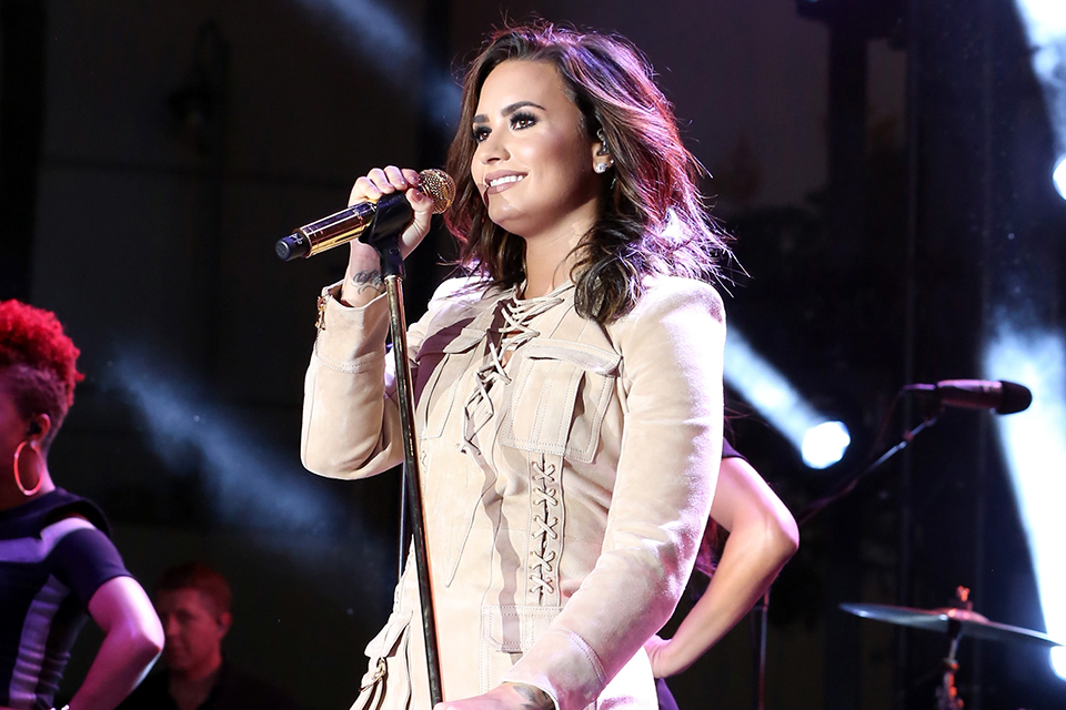 demi lovato dating list Demi lovato has been in the spotlight for a long time, so it's no wonder she's been linked to a few different men some have only been brief flings you probably don't even remember, while others.