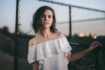 Ingrid Nilsen On How to Feel Beautiful Without Makeup