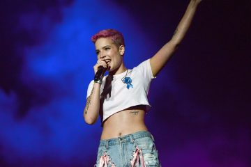 Halsey Performs Stripped Down Version of 'Eyes Closed'