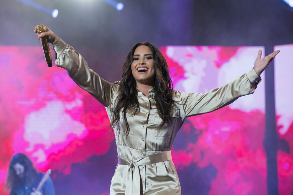 Watch Demi Lovato S First Live Performance Of Sorry Not