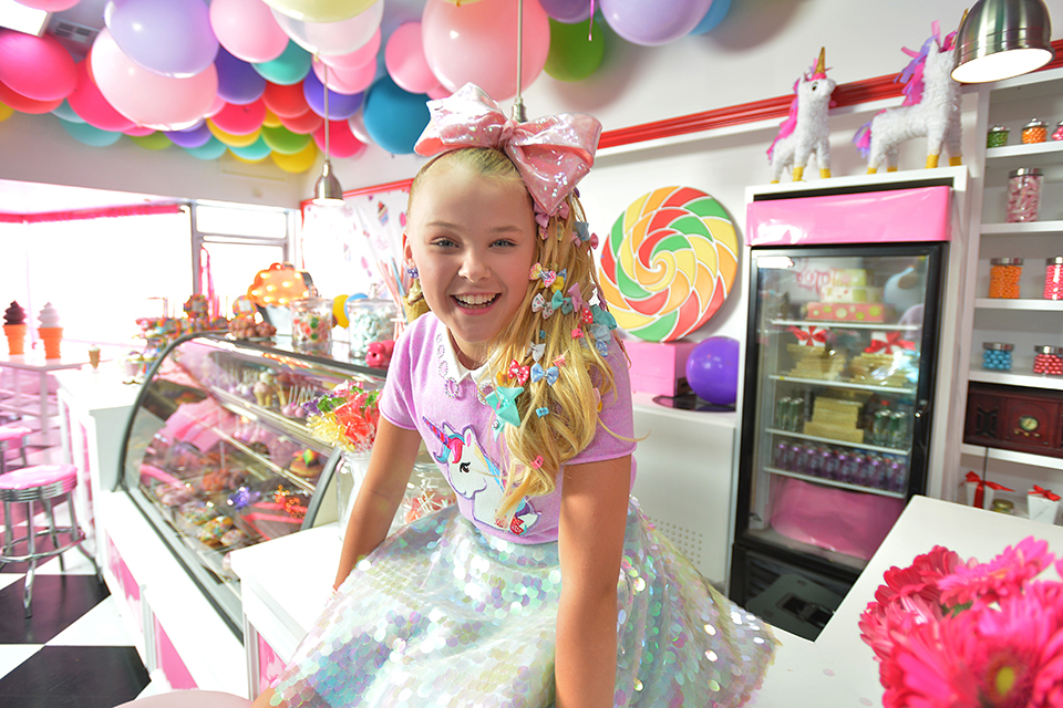 JoJo Siwa Drops Her 'Kid in a Candy Store' Music Video