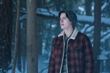 Fans Can't Get Over This Pic of Riverdale's Jughead and Stranger Thing's Eleven