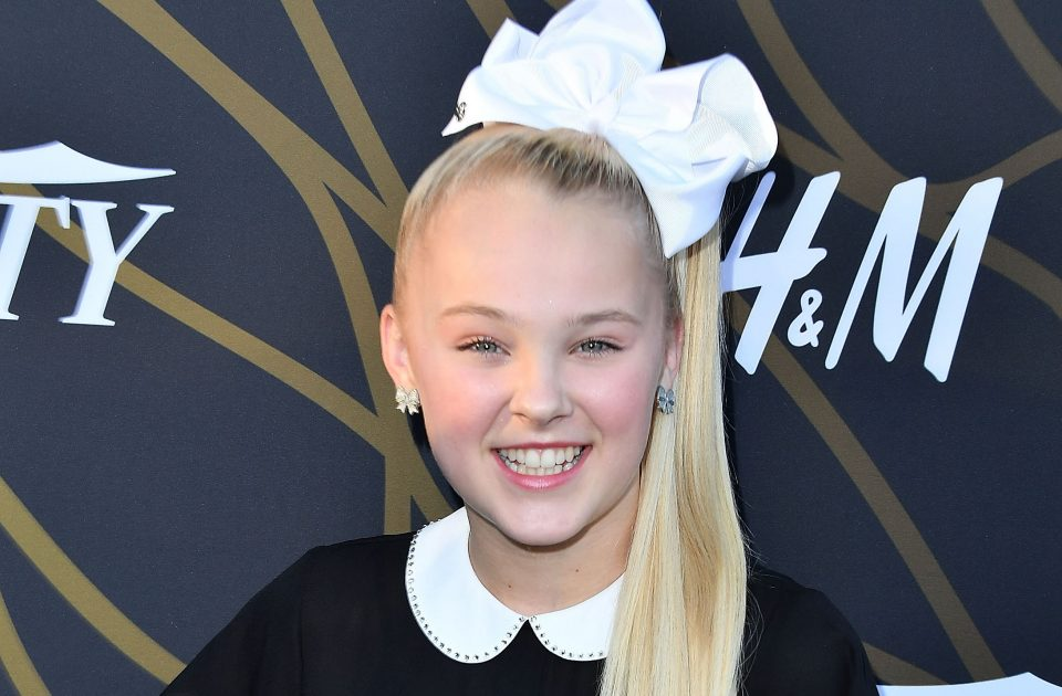 JoJo Siwa Gets Her Own Stickers On iMessage!