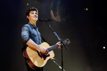 Shawn Mendes Delivers an Acoustic 'In My Blood' Performance