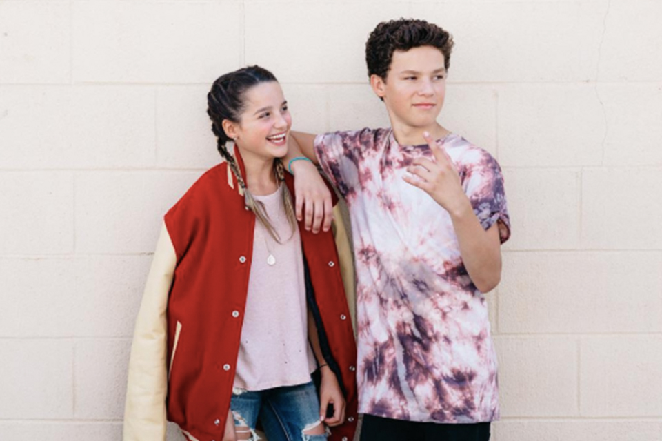 Hayden Summerall Gives Annie Leblanc A Beauty Makeover Tigerbeat