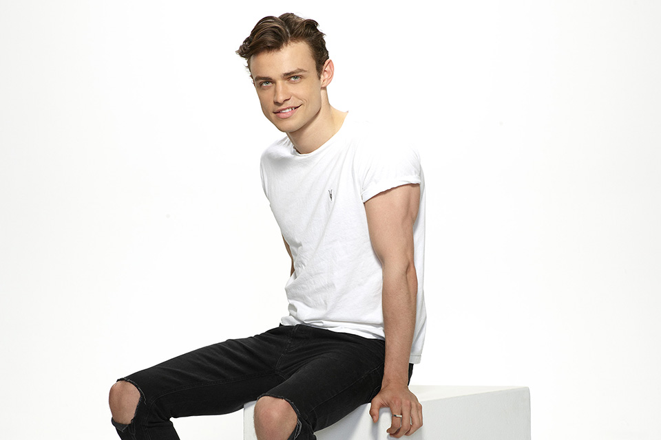 Thomas Doherty Talks Tap Dancing & 'La La Land' in an Exclusive Q&A