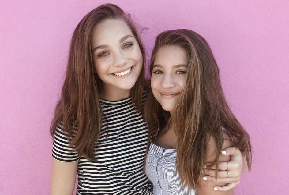 Maddie and Mackenzie Ziegler Take on the Slow Mo Guys in a Rubber Band Ball Challenge