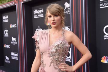 Taylor Swift Thanks Fans In BBMA Acceptance Speech