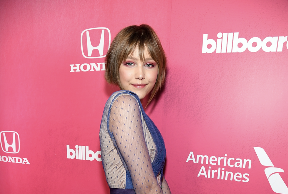 Grace VanderWaal Announces New Single 'Stray' by Sending Handwritten Notes to Her Biggest Fans