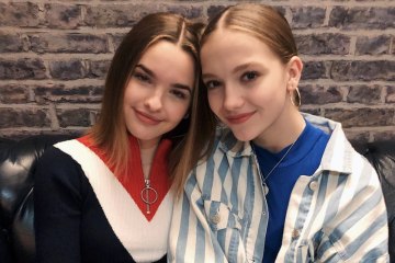 Jayden Bartels and Jenna Raine Give Surprise On Stage Performance with Max & Harvey