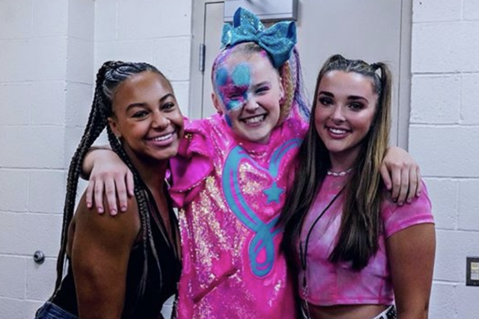 Watch: JoJo Siwa Reunites with 'Dance Moms' Alums Nia Sioux and Kendall Vertes Backstage at Her Concert