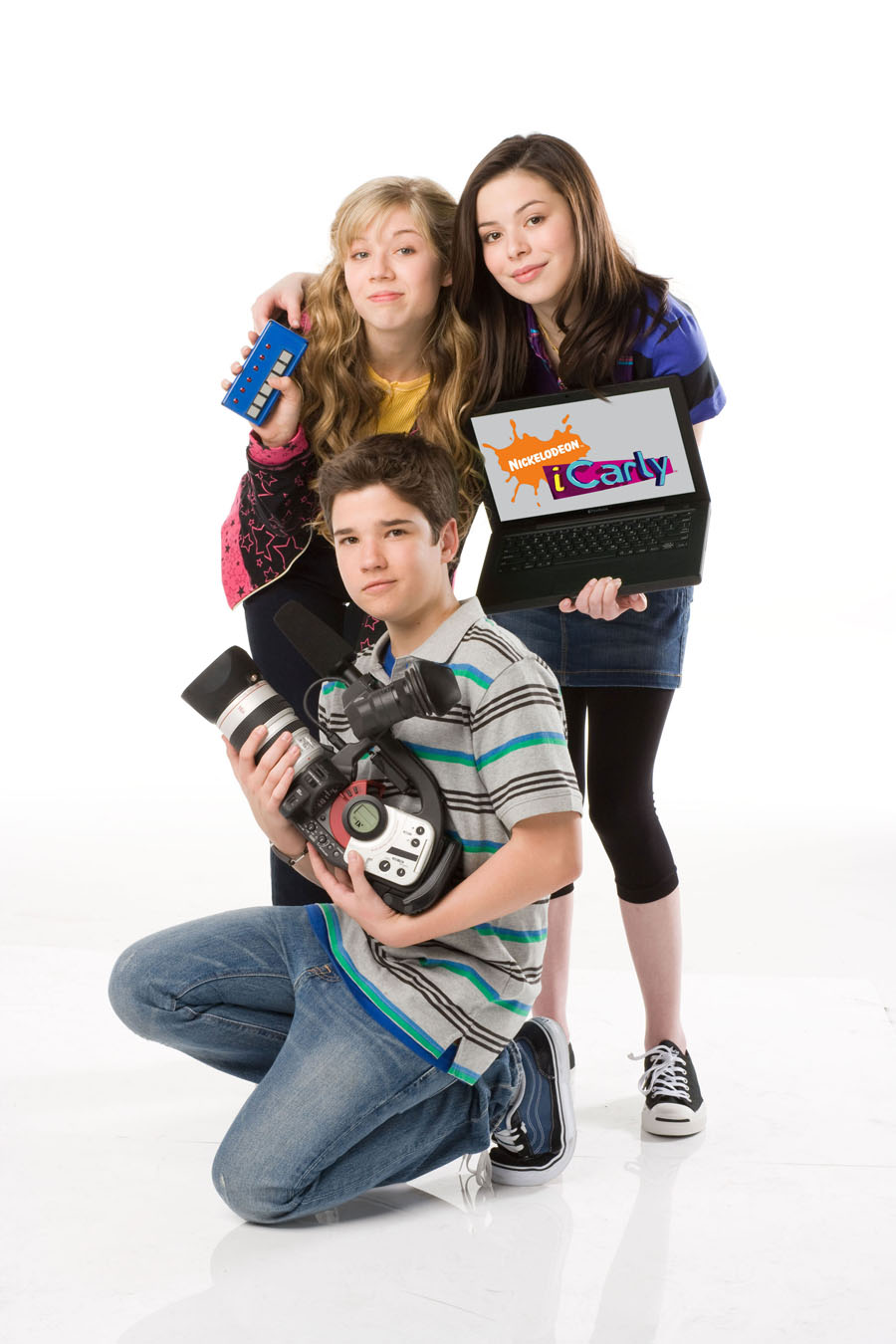 Who is icarly dating in real life