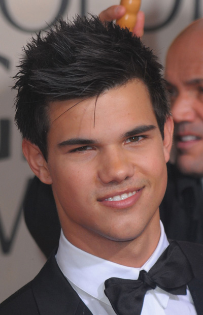 Taylor Lautner SPILLS on his 1st kiss!
