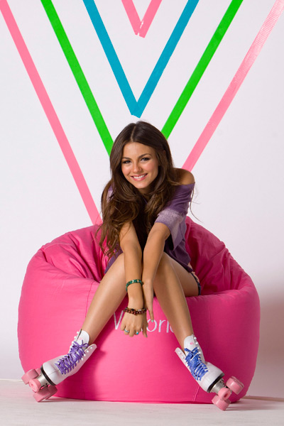 Is victoria justice dating anyone
