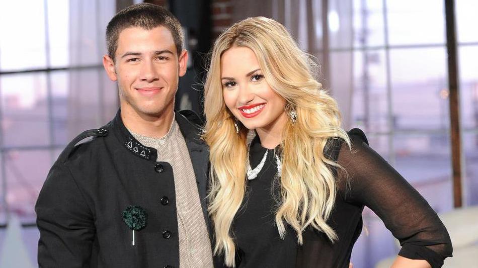 Är Demi Lovato och Nick Jonas dating 2013
