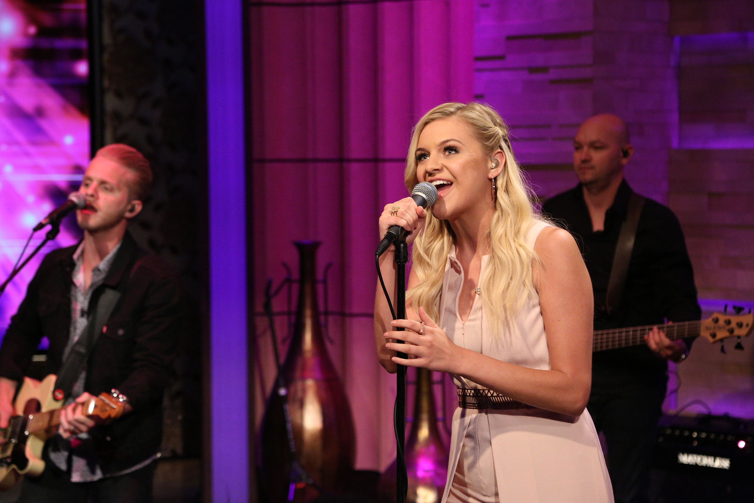 """Kelsea Ballerini Performs """"Peter Pan"""" On Live With Kelly and Michael!"""