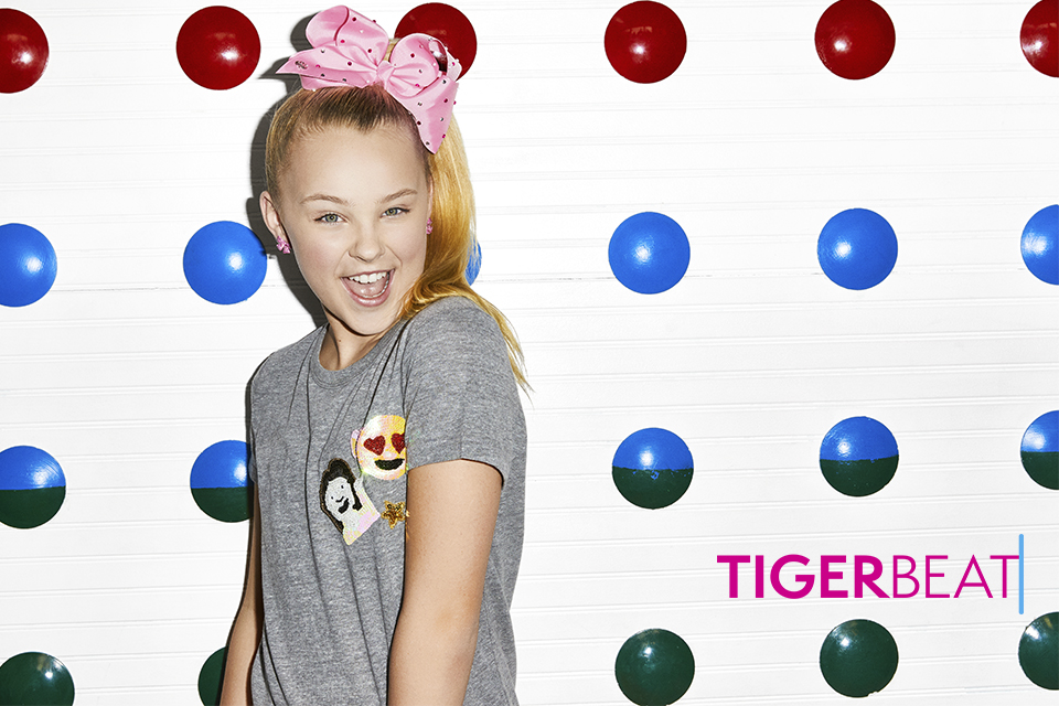 JoJo Siwa and Darci Lynne Go Indoor Skydiving Together