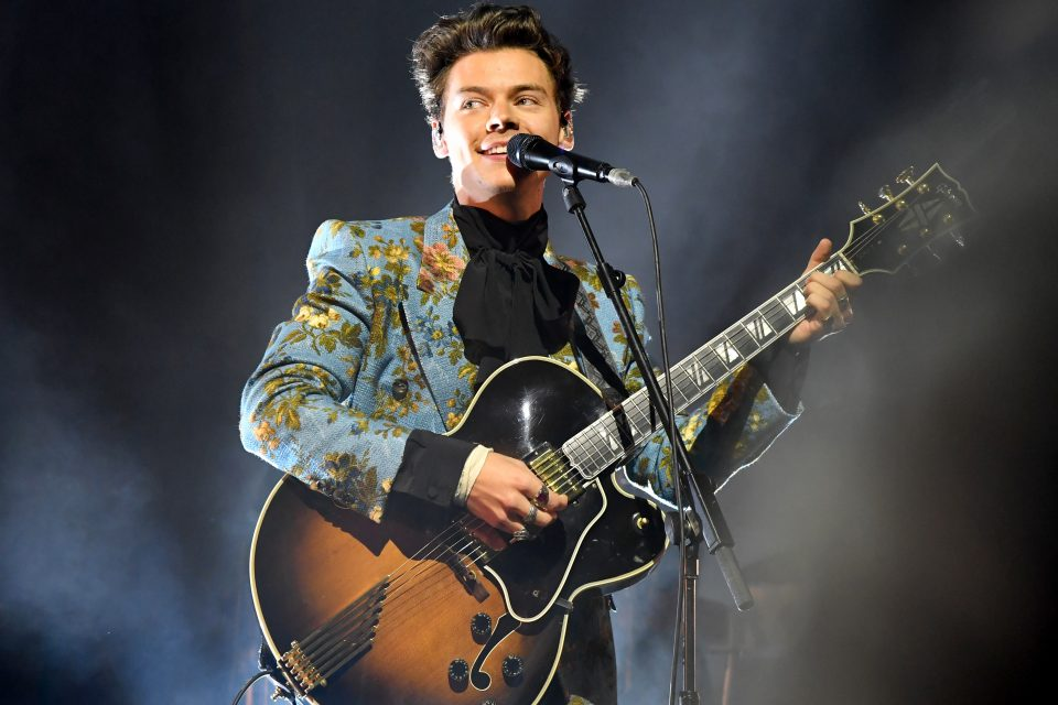 Harry Styles Dedicates a 'Just A Little Bit Of Your Heart' Performance to Manchester