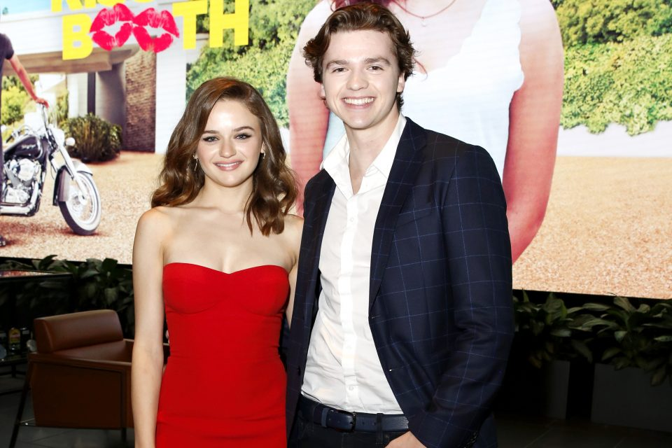 Joey King Teams Up With Co-Star Joel Courtney to Announce Netflix's 'The Kissing Booth' Sequel