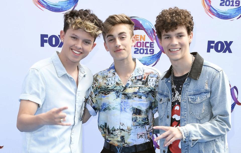 Watch: Johnny Orlando, Hayden Summerall & Jacob Sartorius Perform 'California Gurls' Live at the Teen Choice Awards