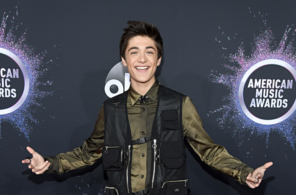 Pics: Asher Angel, Meg Donnelly & More Slay the AMAs Red Carpet