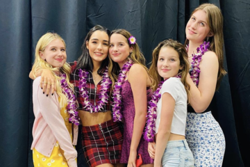 Pics: Annie LeBlanc, Lilia Buckingham, Indiana Massara, Brooke Butler & Hayley LeBlanc Have the Best Weekend at Amazing Comic Con