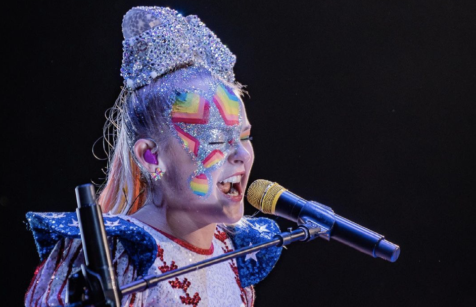 JoJo Siwa Celebrates The Power Of Love & Shares Advice For LGBTQ Youth At The 2021 GLAAD Awards