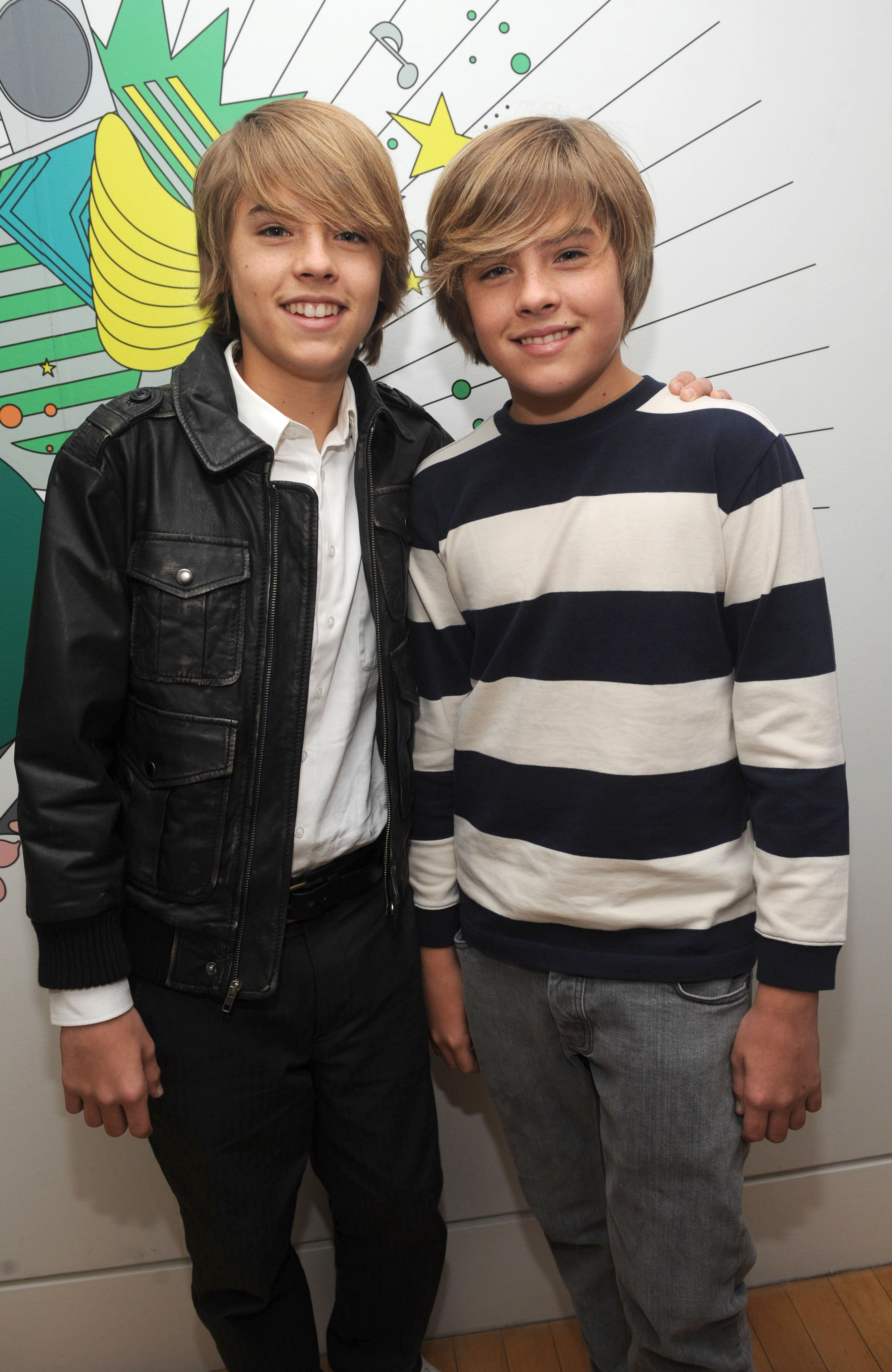 The Sprouse Twins Show Their Underwear On Television ...