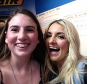 Rydel's so sweet to take pics with her fans!